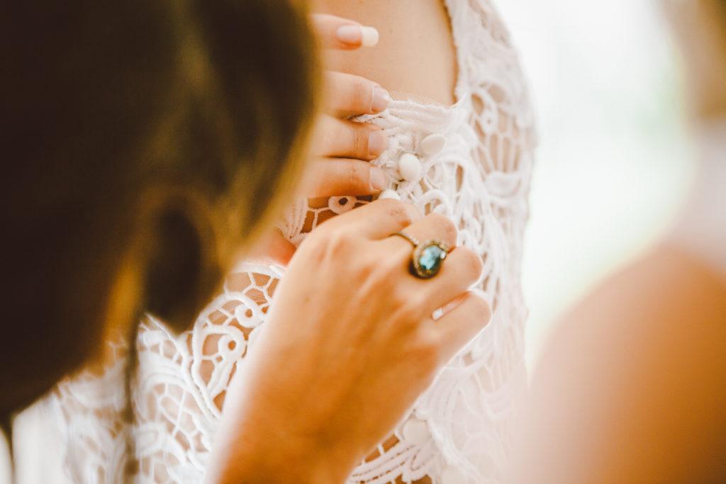 détails robe mariée