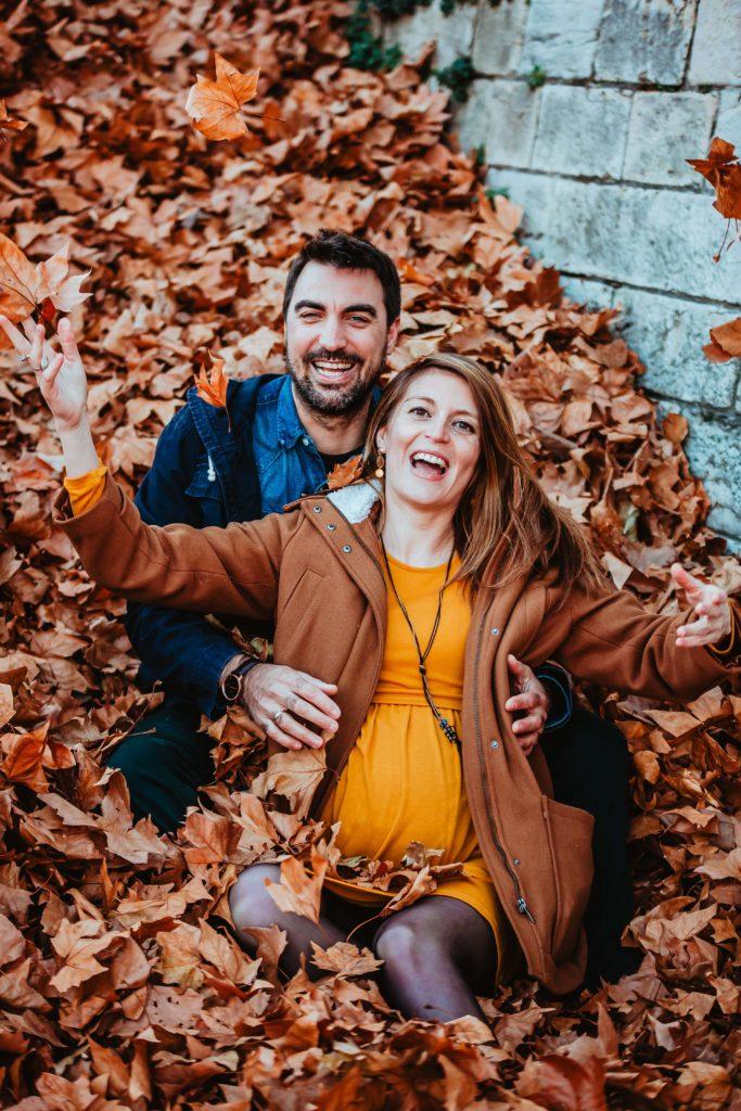 couple sourire enceinte