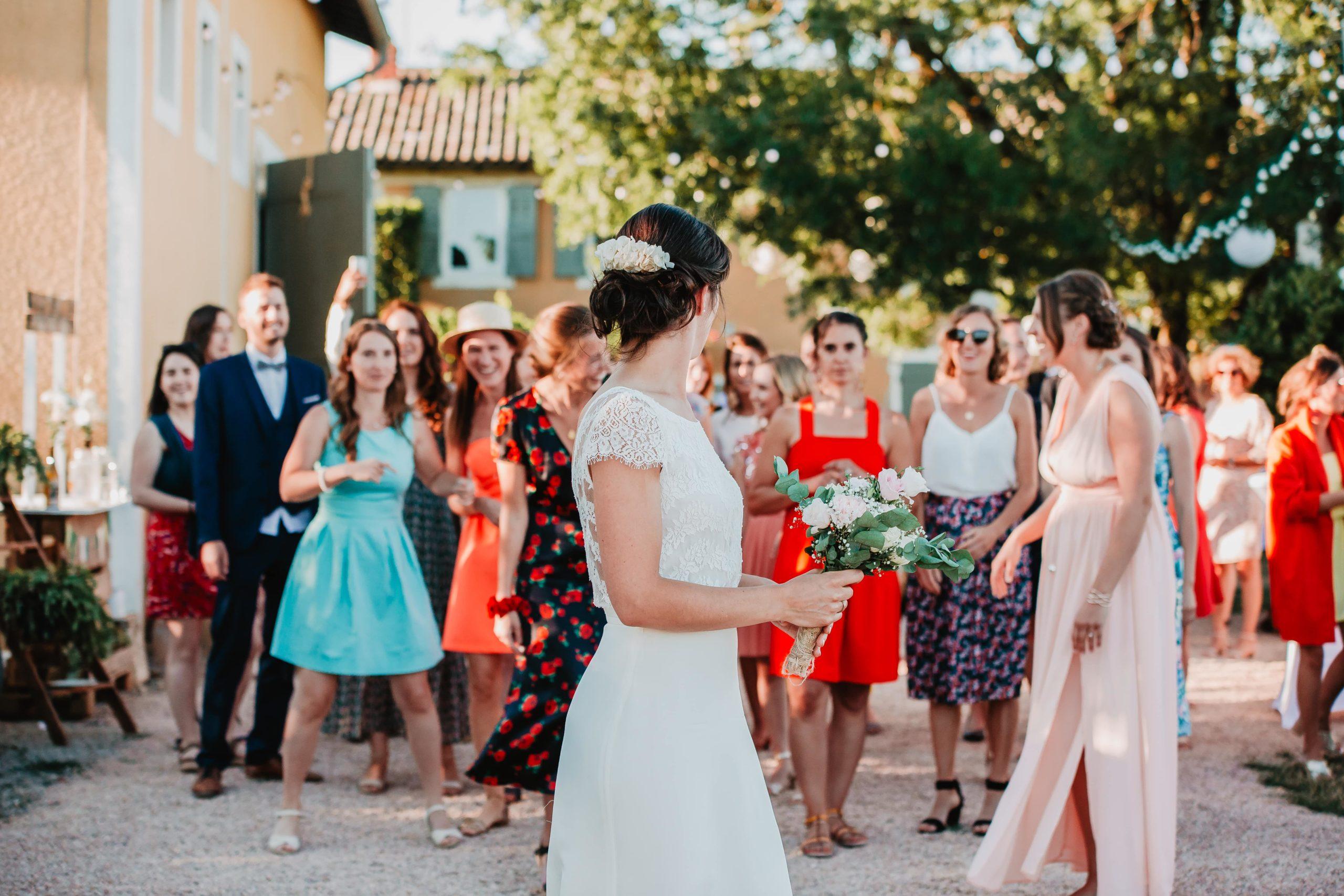 photos lancé de bouquet mariage