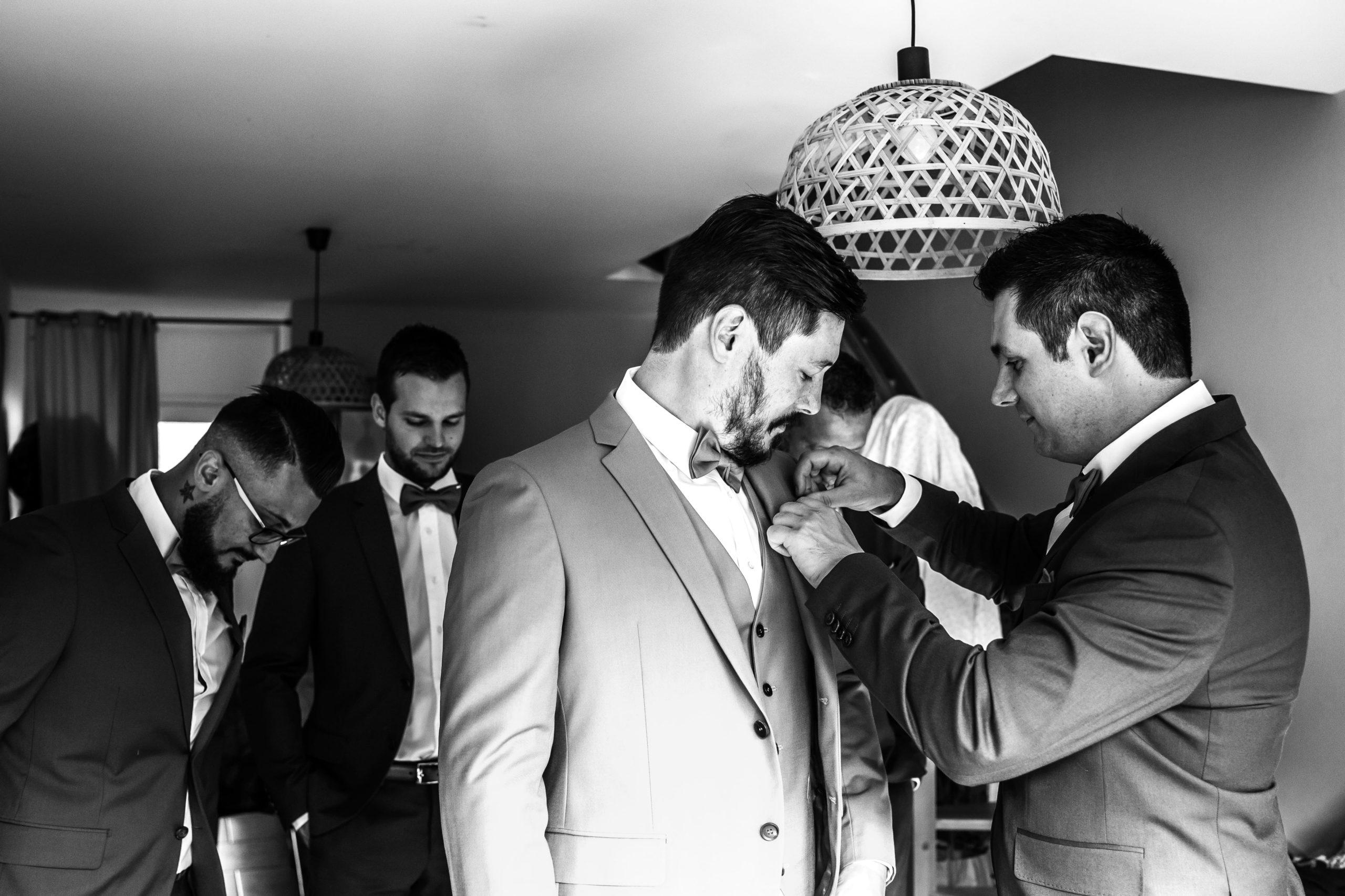 préparatif costume marié